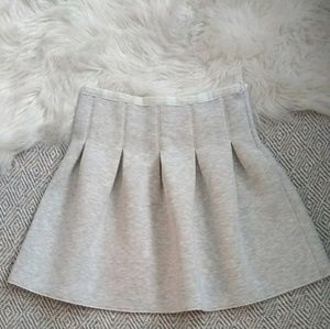 Gap sz S scuba gray pleated mini skirt.